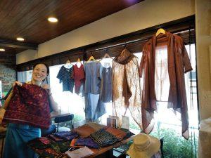 TAKSU AMANATのお洋服の展示