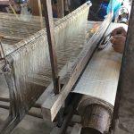 手織り布の工房にて
