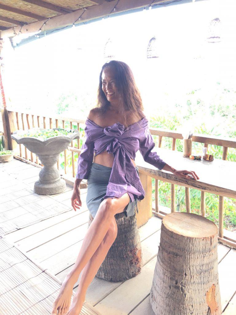 TAKSU AMANATの服を着たモデル