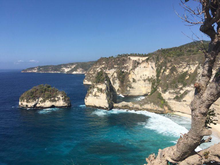 ヌサペニダの青い海